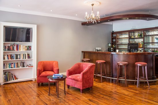 D'vine Restaurant @ Willowbrook Lodge: Have a drink in the intimate bar