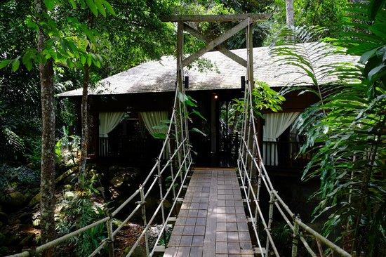 Bunga Raya Island Resort: Spa entrance