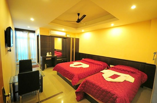 Hotel Shastri Paradise: DELUXE A/C 3bed ROOM