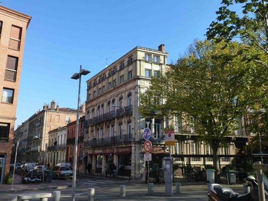 Hotel Saint Sernin: L'hôtel vue depuis la place