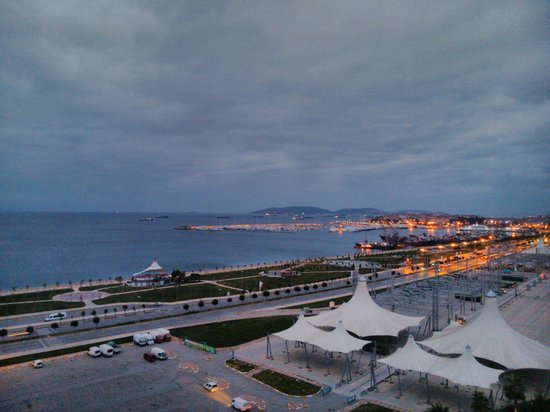 The Green Park Pendik Hotel & Convention Center : View of the sea front from room