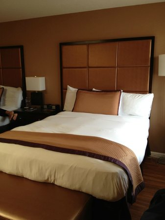 Mariposa Inn and Suites: 2 camas queen