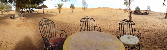Auberge Dunes D'or: Terrasse côté Sahara