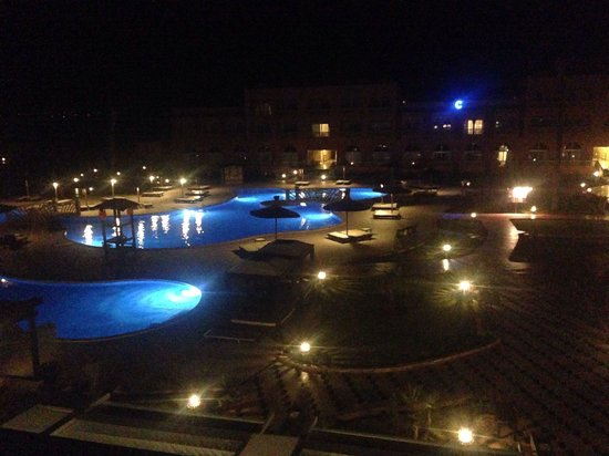 Labranda Aqua Fun Club Marrakech : The view of the pools at night