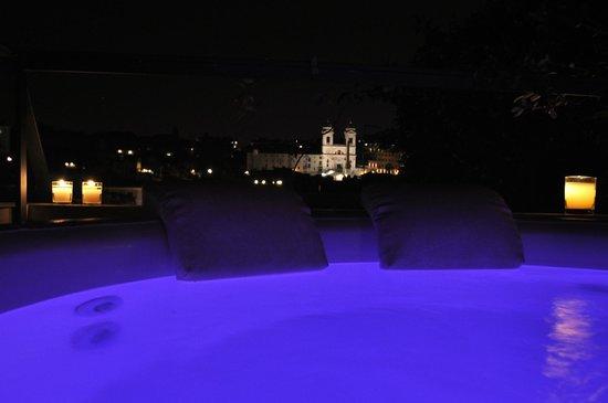 La Scelta di Goethe: Chromo and Aroma therapy on Trinità dei Monti by night