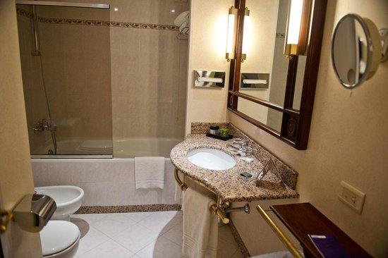 Hotel Papadopoli Venezia MGallery by Sofitel : Ванная комната