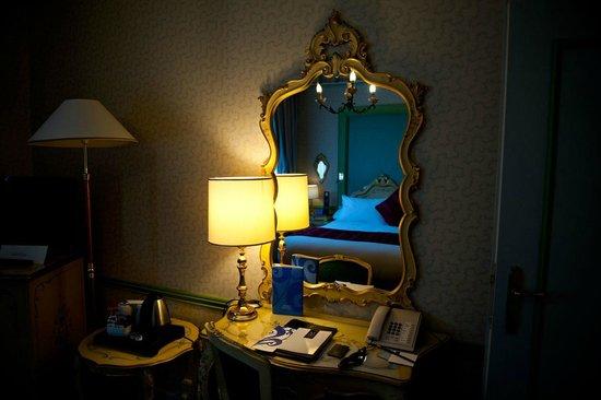 Hotel Papadopoli Venezia MGallery by Sofitel: Интерьер номера