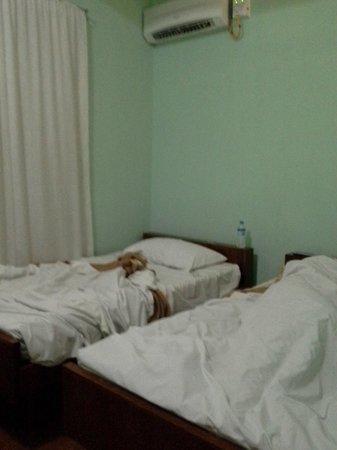 Eastern Hotel: Twin bed