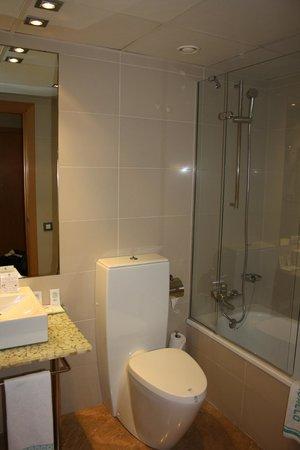 Hotel del Mar: Bathroom
