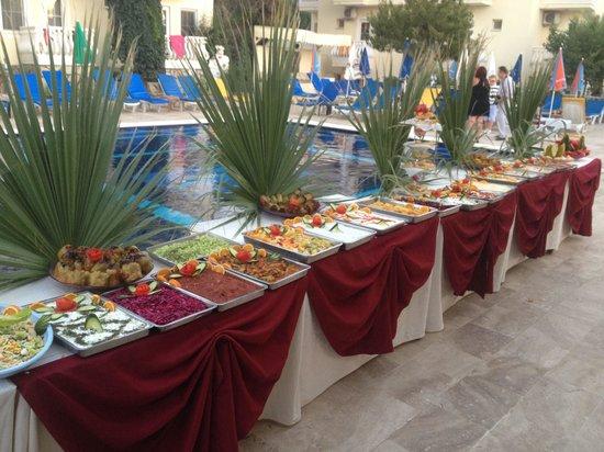 Yalcin Hotel: Turkish night open buffet starters