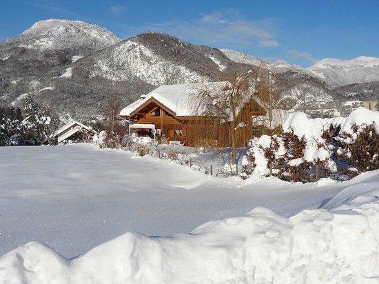 Onnion, France: La neige est là