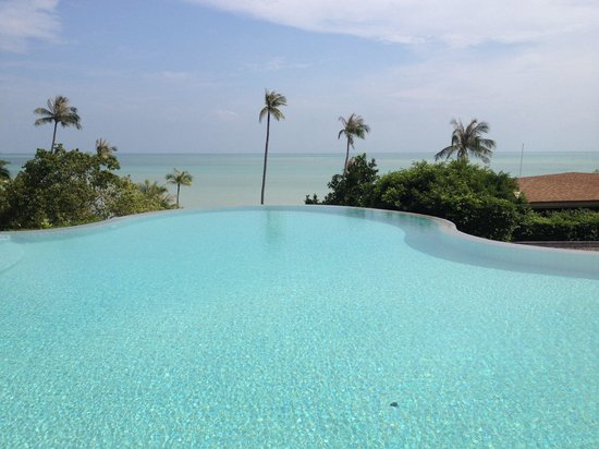 ShaSa Resort & Residences, Koh Samui : Swimming pool facing the ocean