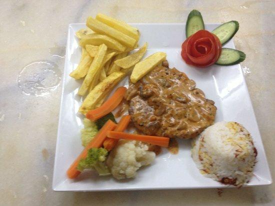 Yalcin Hotel: Serving delicious steaks