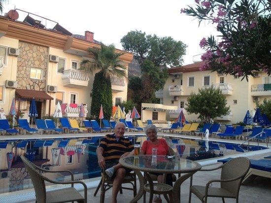 Yalcin Hotel: Nice afternoon drinks