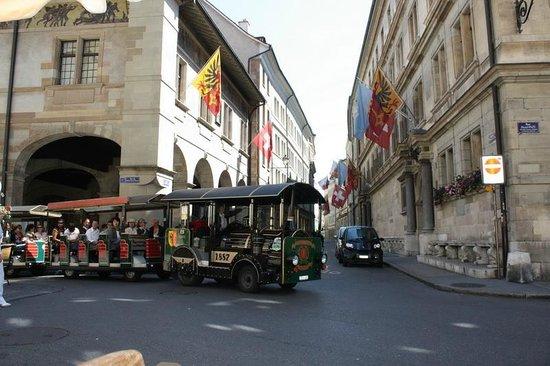 Brasserie de l'Hotel de Ville : Мы смотрим на них, они - на нас