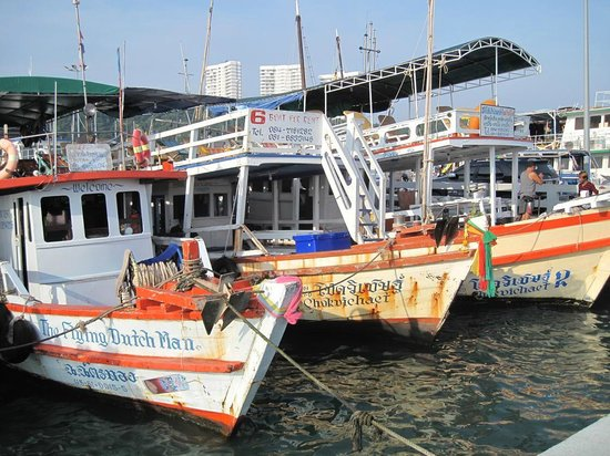 Crown Pattaya Beach: Кораблики на остров