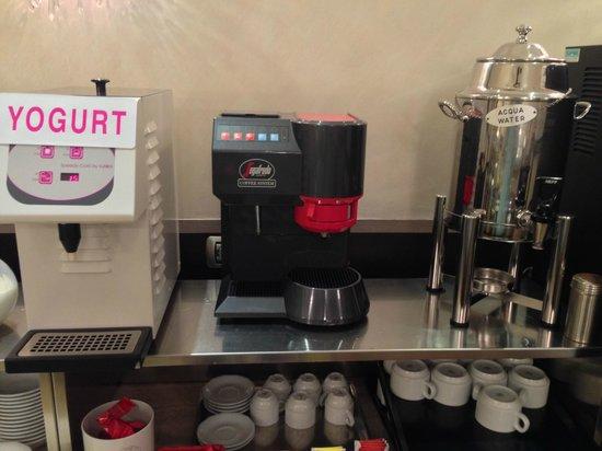 Yes Hotel : Breakfast