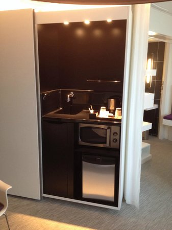 Novotel Suites Paris Issy les Moulineaux: kitchen area