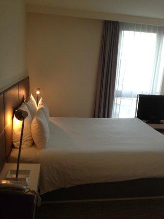 Novotel Suites Paris Issy les Moulineaux: bed