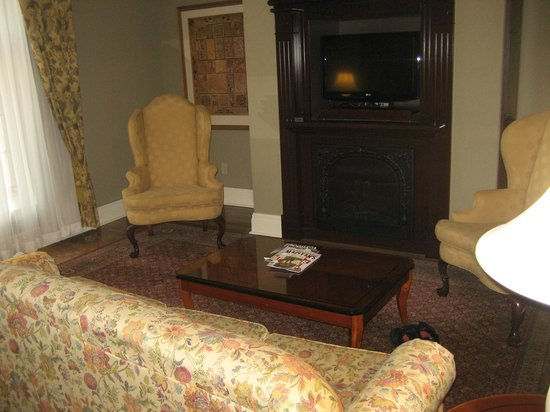 Old Mill Toronto : very large living room with fireplace and bar.