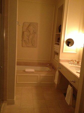 Hotel Le St-James : bathroom