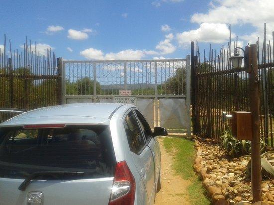 """Valley Bushveld Country Lodge & Safari Tours: Vor verschlossenen Toren mit """"Check-In Time STRICTLY"""""""