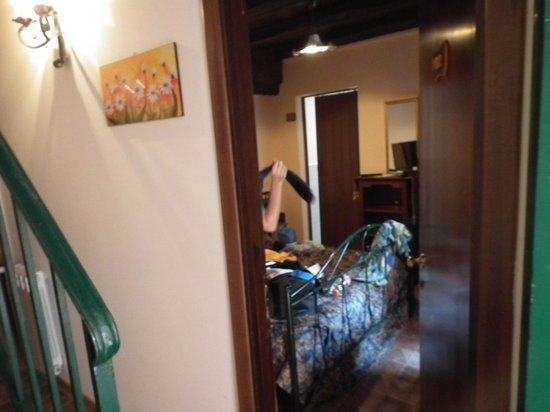 Albergo Diffuso Santa Caterina: entrata della nostra stanza, da qui se vede un pò che è abbastanza piccola