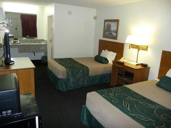 Oak Tree Inn - Livonia West: Guest Room Double