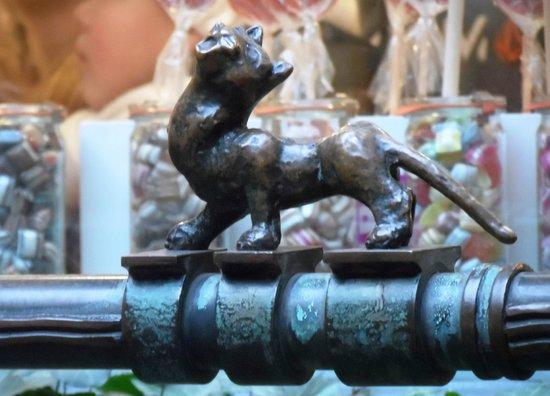 Museen Böttcherstraße: Katze am Sieben Faulen Brunnen (Bremer Stadtmusikanten)
