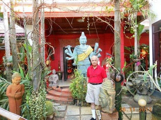 Golden Temple Villa: hotel entrance
