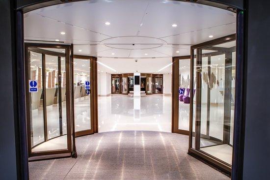 Hilton London Metropole: Entrance to reception