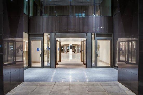 Hilton London Metropole: Entrance