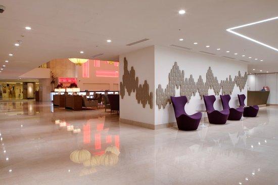 Hilton London Metropole: Reception to EDG Bar & Lounge