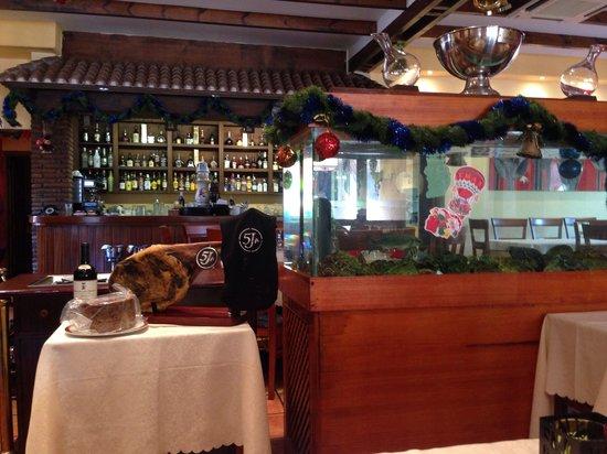 Restaurante Asia Food: Restaurante asiático con jamón 5 J. Esta gente va aprendiendo las buenas cosas de aqui.