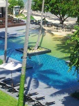 Crowne Plaza Phuket Panwa Beach : Pool near the bar