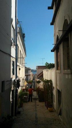 Casa do Bairro by Shiadu: The main door