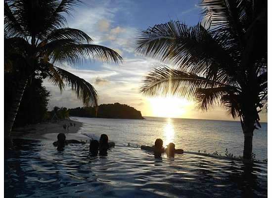 Cocobay Resort: Perfect sunset from the infinity pool