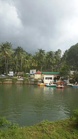 Courtallam, India: Beautiful boating in Courtalam near Five falls