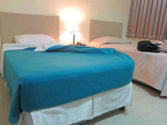 Bangkok Christian Guest House: blanket not duvet