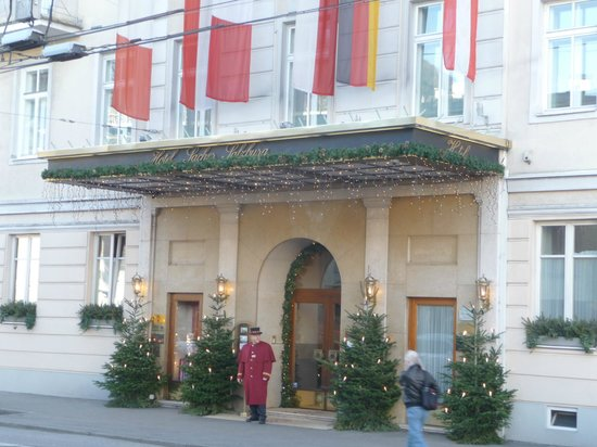 Hotel Sacher Salzburg: Hotel Entrance