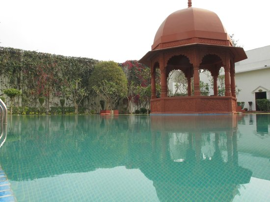 The Grand Imperial, Agra: pool side garden