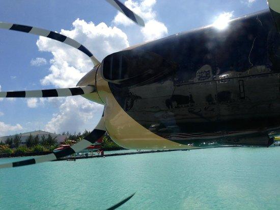 Kuredu Island Resort & Spa : Le plaisir d'une nouvelle sensation avec l'hydravion depuis Malé, la Capitale.