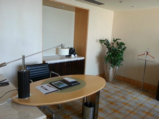 JW Marriott Hotel Beijing: the sitting room