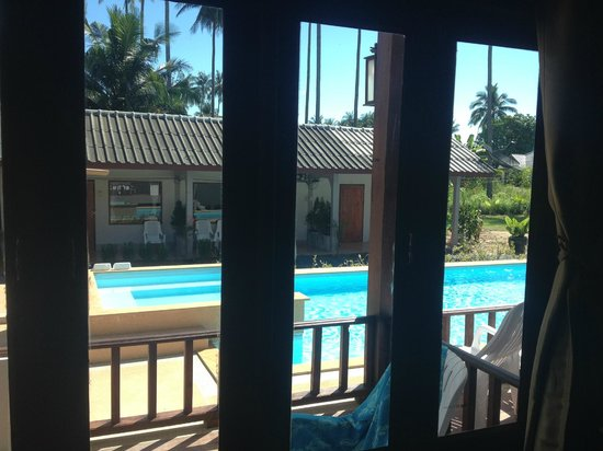 Khum Laanta Resort: View from the new a/c room to the pool and fan bungalows