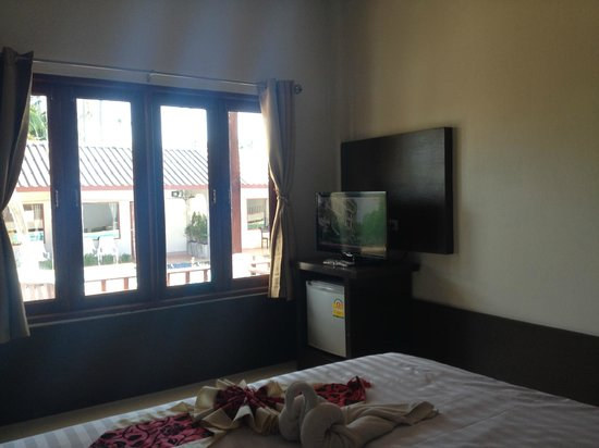 Khum Laanta Resort: Tv set / fridge