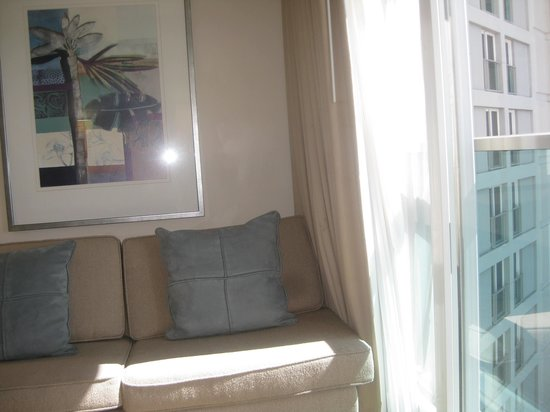 Ala Moana Hotel by Mantra : Small room, but there's a sofa