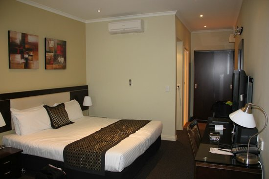 BEST WESTERN Airport Motel & Convention Centre: Bedroom