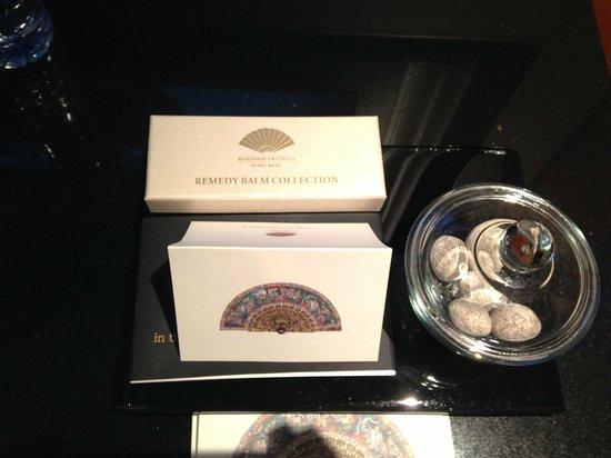 Mandarin Oriental, Hong Kong: Welcome Amenities and 50th Anniversary Gift Set