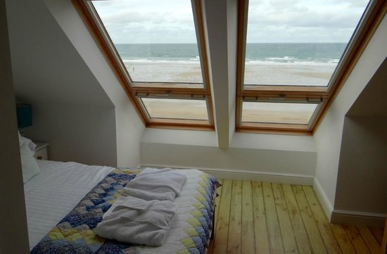 Tolcarne Beach Apartments: Master bedroom with en-suite
