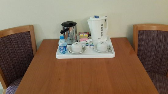 Petra Guesthouse : In room coffee making set up